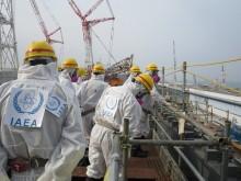 membri della IAEA nella centrale nucleare di fukushima daiichi